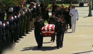 Familiares, expresidentes y amigos dan el último adiós a McCain