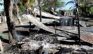 Incendio destruye pensión; moradores reciben bomberos a cubetazos
