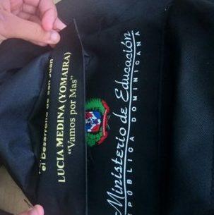 Afirman fue error de empleados que mochila tenga logo de MINERD