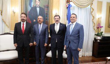 Nuevo presidente Claro anuncia inversiones durante visita a Medina