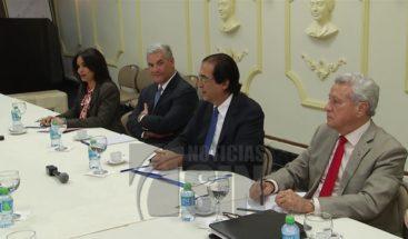 Será revisada la Ley de Hidrocarburos tras reunión con transportistas