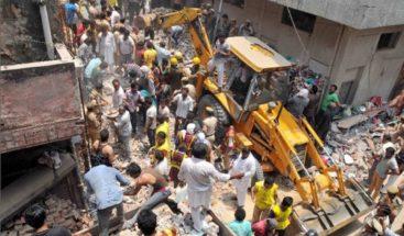 Mueren 4 niños y una mujer tras el derrumbe de un edificio en la India