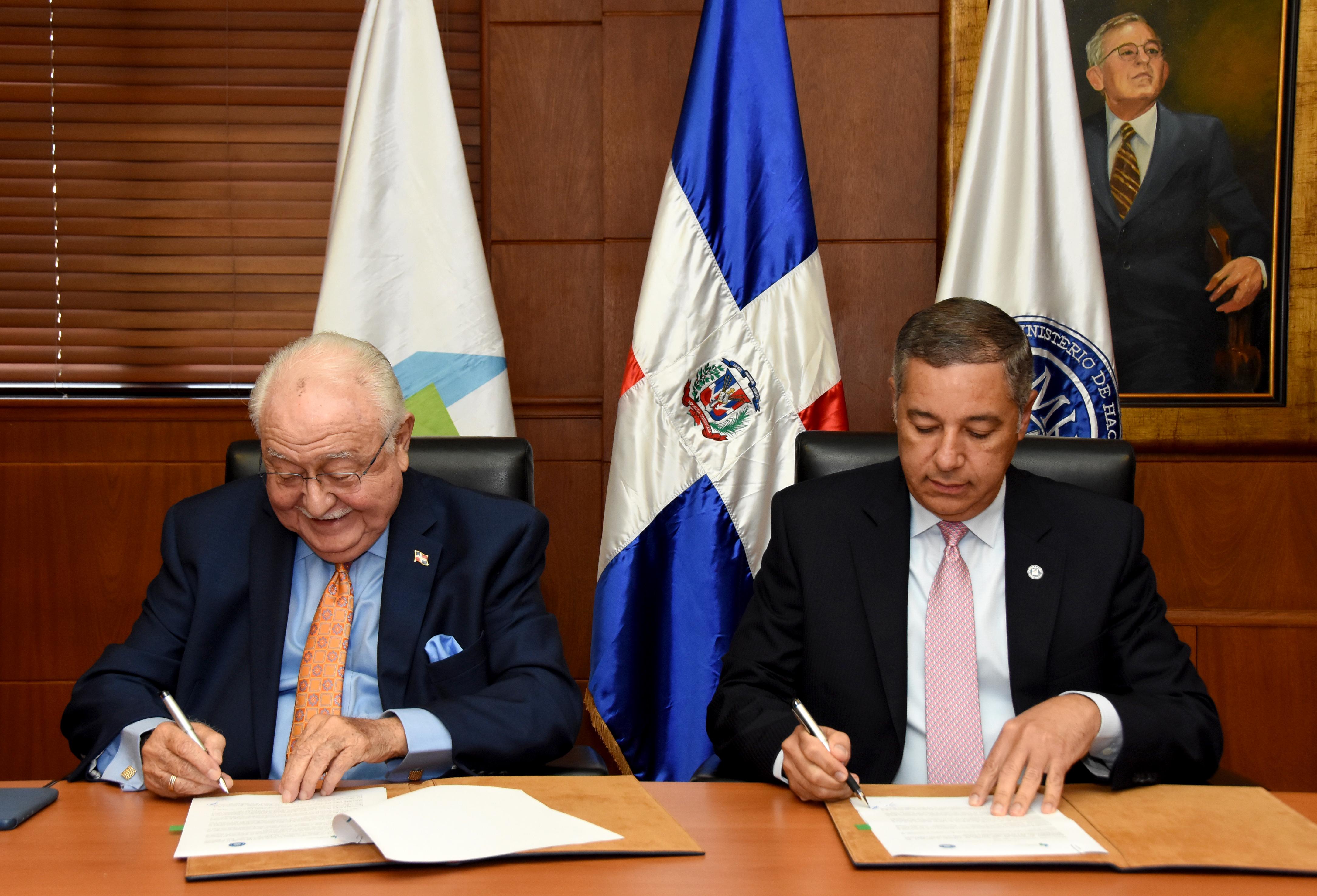 Firman resolución para garantizar electricidad a entidades públicas