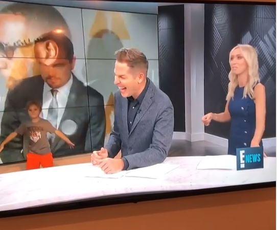 Hijo de presentadora TV interrumpe noticiario en vivo y provoca el caos
