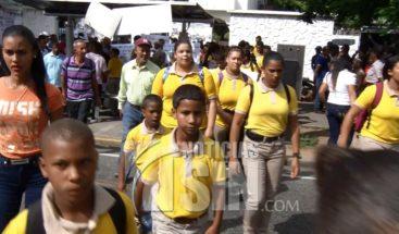 Estudiantes de Santiago vienen a SD para protestar frente al Minerd