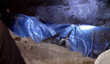 Encuentran cadáver de hombre enterrado en un edificio en Ecuador