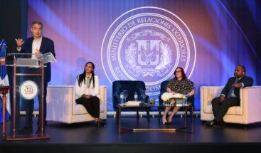 Expresidente Rodríguez Zapatero dicta conferencia sobre seguridad vial