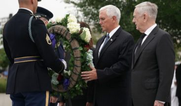 Pence y Mattis honran a víctimas de los atentados del 11S en Pentágono