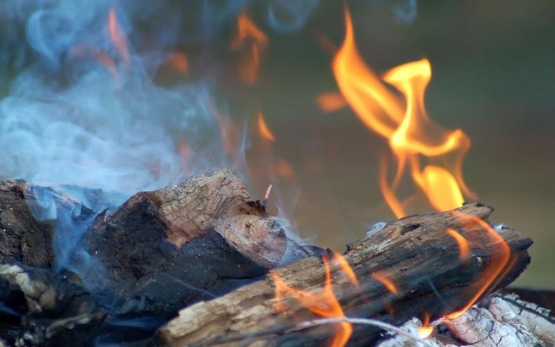 Riesgo de cáncer por inhalar humo de leña en zonas rurales