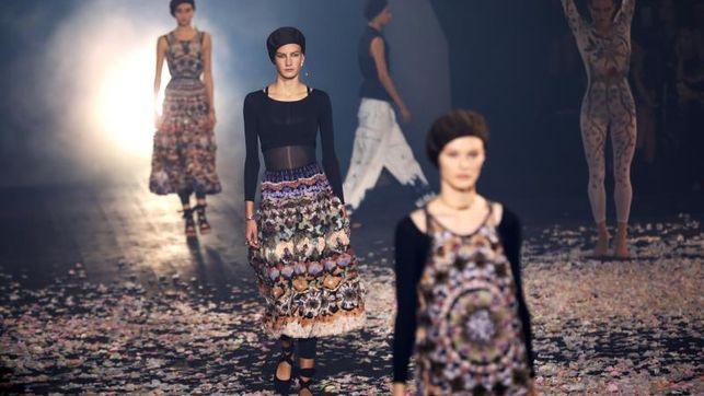 Dior celebra con moda y danza la liberación del cuerpo femenino