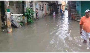 Desborde de cañada provoca inundaciones en sector el Café de Herrera