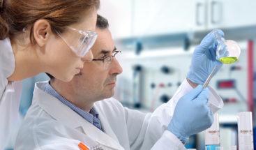 Investigadores descubren molécula que detiene y revierte el párkinson