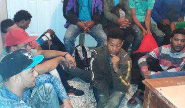 Armada dominicana detiene 14 personas que viajaban ilegalmente a PR