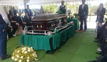Sepultan restos del periodista César Medina