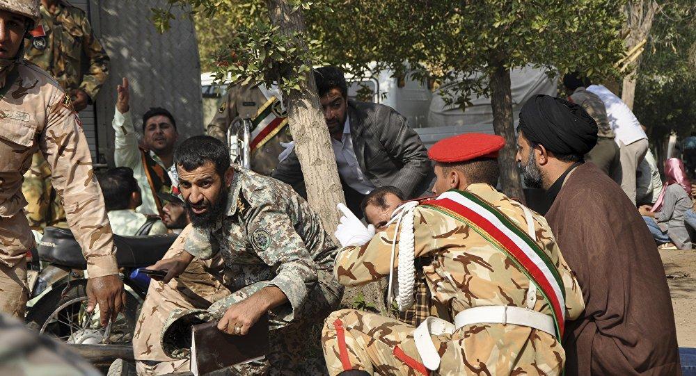 Atentado terrorista causa 25 muertos durante un desfile militar en Irán