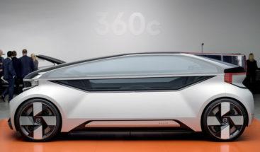 Volvo presenta su modelo 360c completamente autónomo