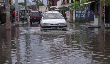 Moradores de Villa Mella se sienten en zozobra por concentración de agua