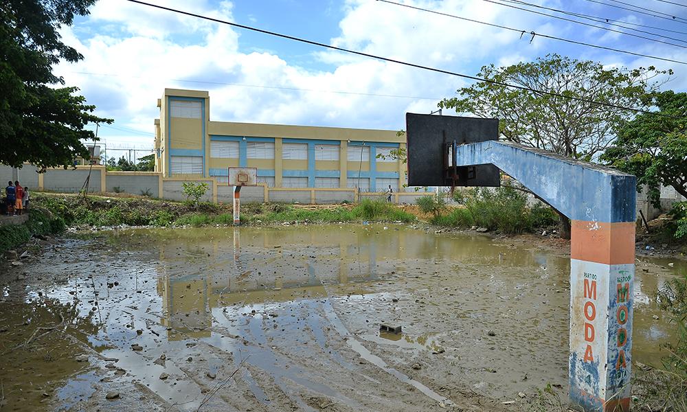 Estudiantes no reciben clases por motivo de lluvias en Manoguayabo