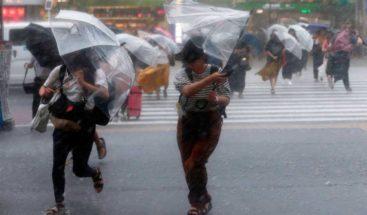 Japón se prepara para llegada del tifón Jebi, el más potente en 25 años