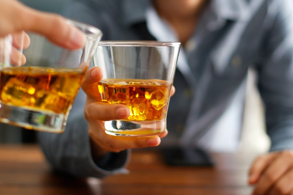 Consumo moderado de alcohol sube tensión