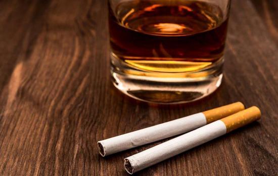 Europeos viven más pese alto consumo de tabaco y alcohol, según la OMS