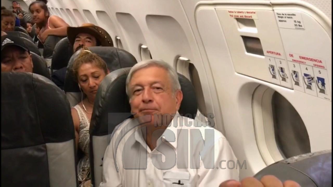 Presidente electo de México se queda varado por horas en vuelo comercial