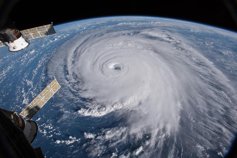 Florence cae a categoría dos a menos de 500 kilómetros de EE.UU.