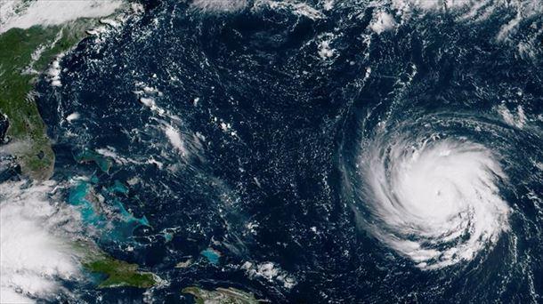 Huracán Florence mantiene su peligrosa fuerza rumbo hacia Las Carolinas