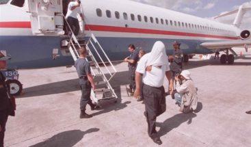 Llegan al país 81 dominicanos deportados desde EE.UU.