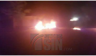 Paralizan tránsito en la carretera Duarte por la falta electricidad
