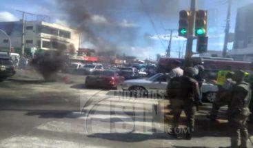 Motoristas se enfrentan con la PN por impedir que realicen protesta