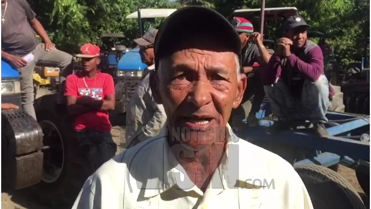 Protestan en reclamo que se agilice siembra de habichuelas en San Juan
