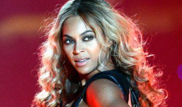 Exbaterista de Beyonce la acusa de usar