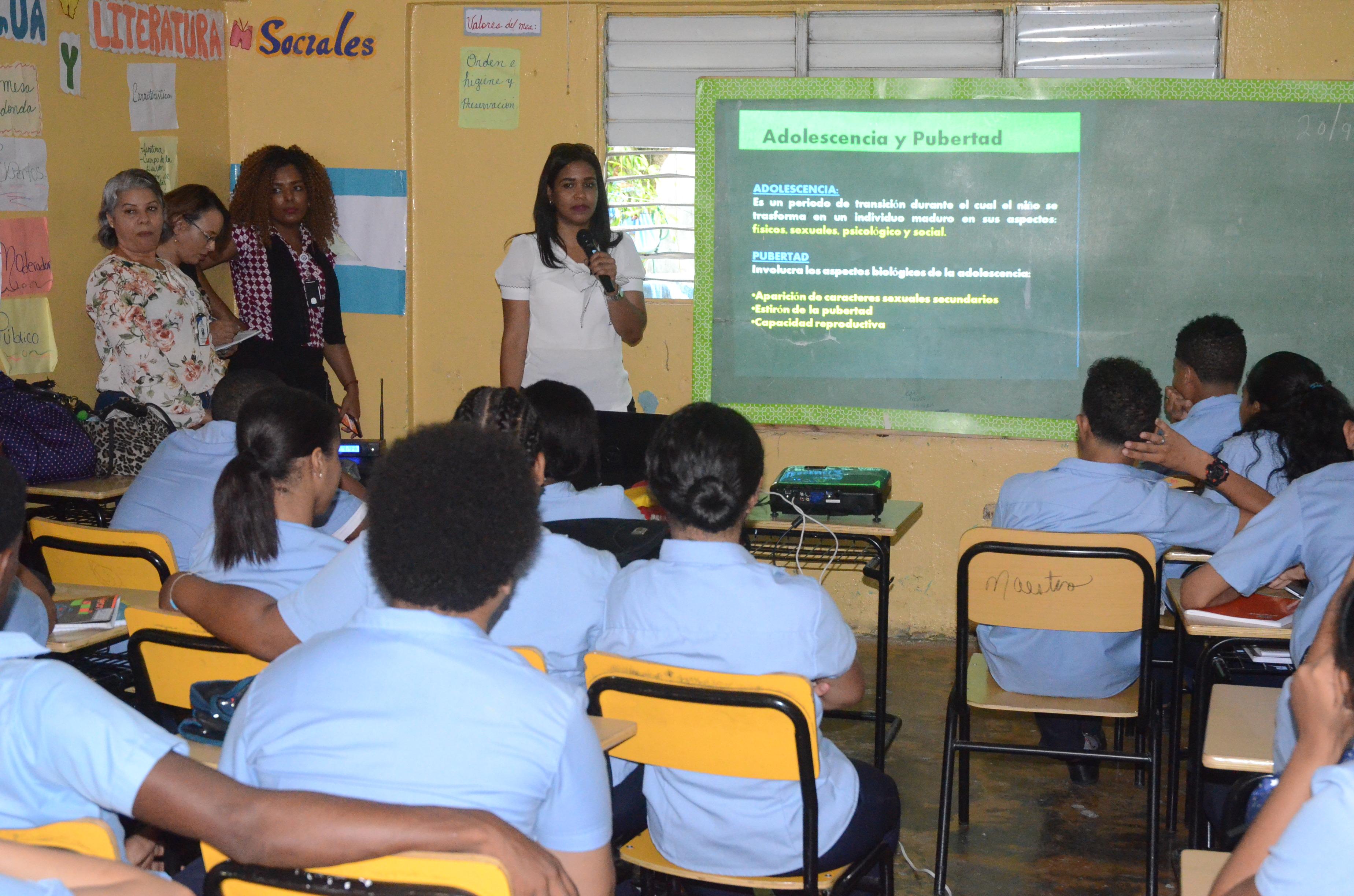 Imparten charla para prevención de embarazos en adolescentes