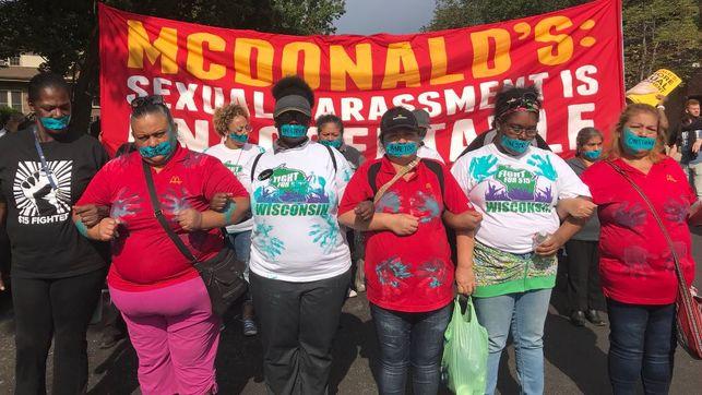 Empleadas de McDonald's marchan por acoso sexual en Chicago