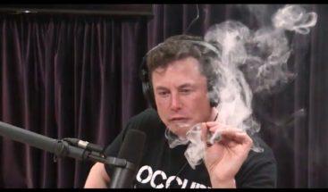 Elon Musk fuma marihuana en plena entrevista