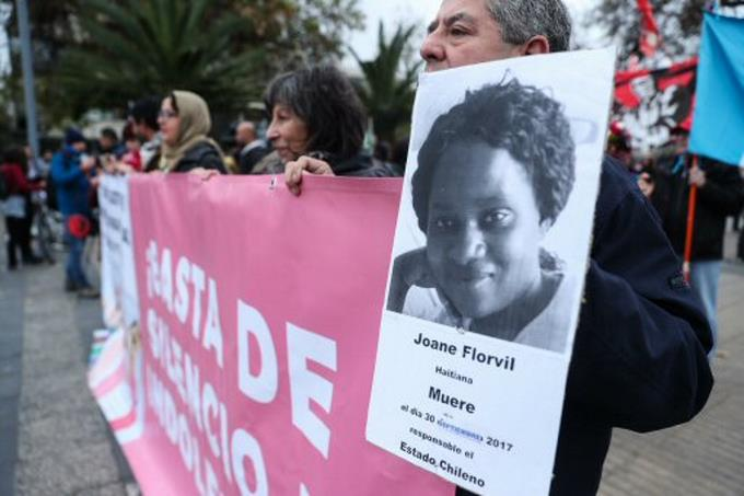 Chilenos rechazan discriminación a migrantes tras año de muerte haitiana