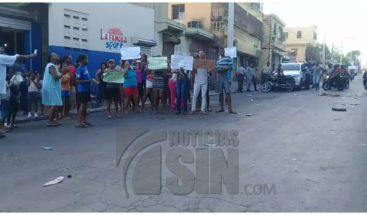 Residentes en Haina protestan por la falta de electricidad