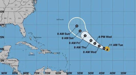 Huracán Florence se fortalece en el centro del Atlántico