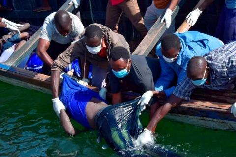 Suben a 225 los cuerpos recuperados del naufragio de ferri en Tanzania