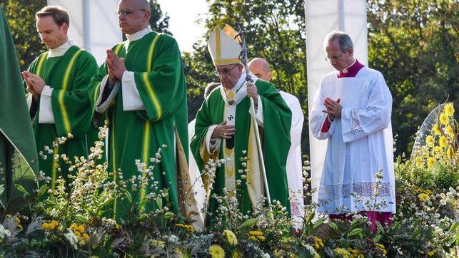 El papa recuerda en una misa en Kaunas horrores de ocupación soviética