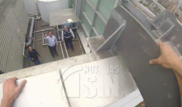 Deportista escala un edificio de 22 pisos sin protección en Colombia