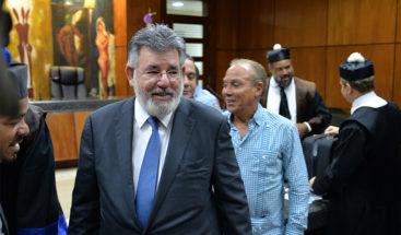 Díaz Rúa regresa al país tras viajar a España por problemas de salud