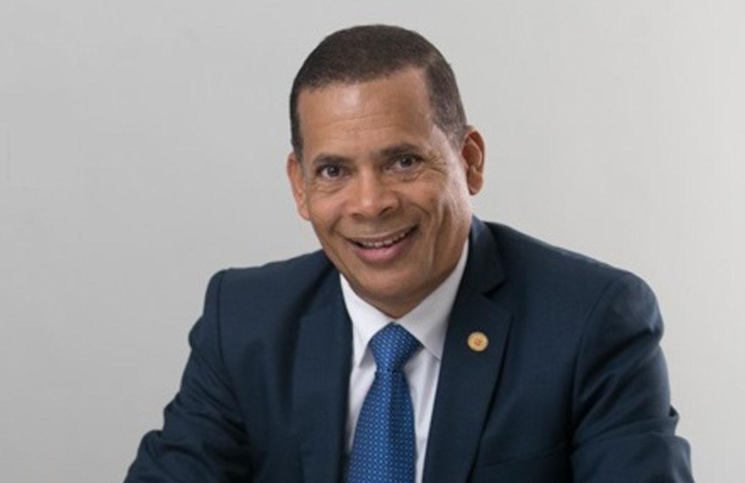 Candidato a presidencia Colegio de Notario dice revalorizará la función