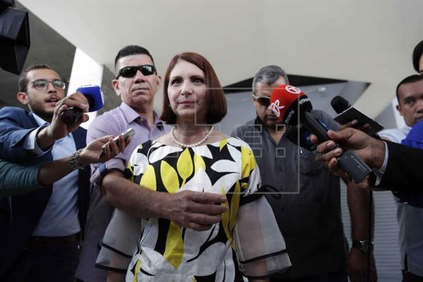 Esposa Martinelli dice a Fiscalía panameña son víctimas de persecución