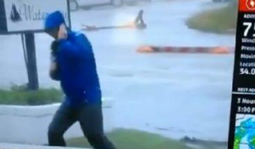 Ridiculizan a presentador que 'lucha por su vida' cubriendo a Florence