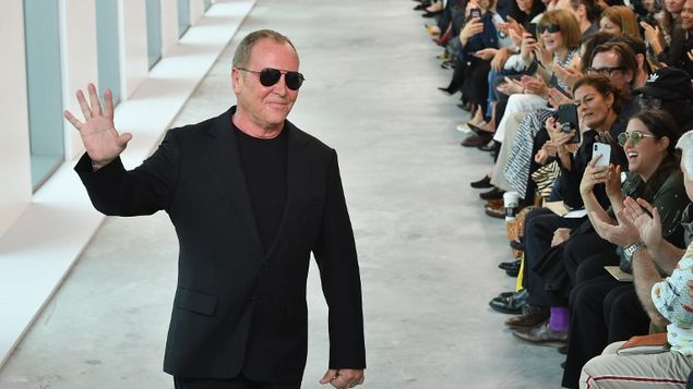 Michael Kors podría comprar Versace por más de 2.000 millones, según WSJ