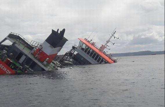 Dos muertos y once desaparecidos tras volcar un barco en la India