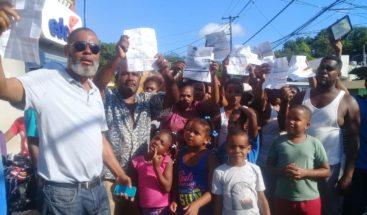 Residentes en San Cristóbal protestan por las largas tandas de apagones