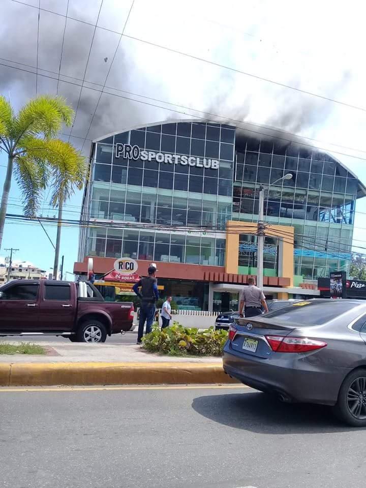 Incendio afecta edificio gobernación de Santo Domingo Este